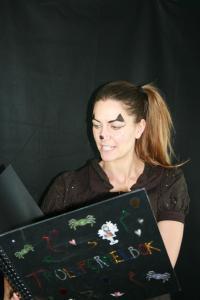 Kottan läser i trollformlesboken