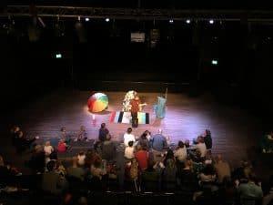 En föreställningsbild på Bristol av Dammlotta och Bubbelbjörn